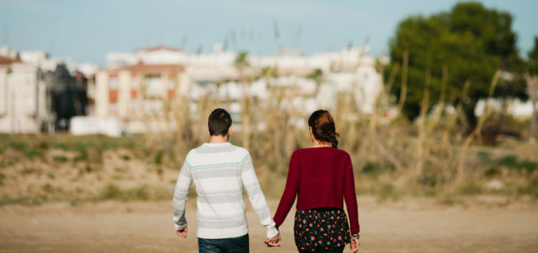 5 Tips For Introvert-Extrovert Couples Hero Image