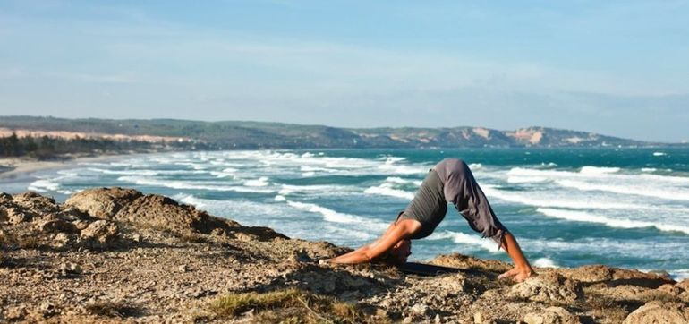 5 Steps To Improve Your Knee-To-Nose Core Flow (Video) Hero Image