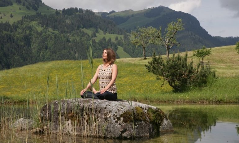 A 3-Minute Meditation For People Who Don't Meditate (Video) Hero Image
