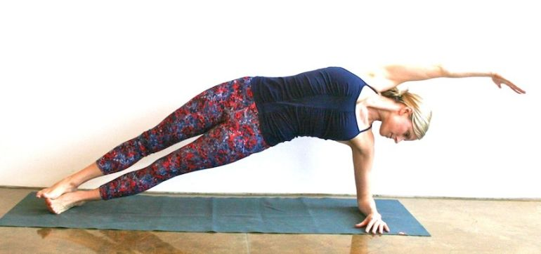 10-Minute Yoga Sequence To Feel Refreshed Hero Image