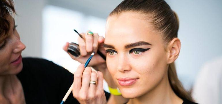 "10 Beauty Tricks I Use To Make Models Look ""Flawless"" Hero Image"
