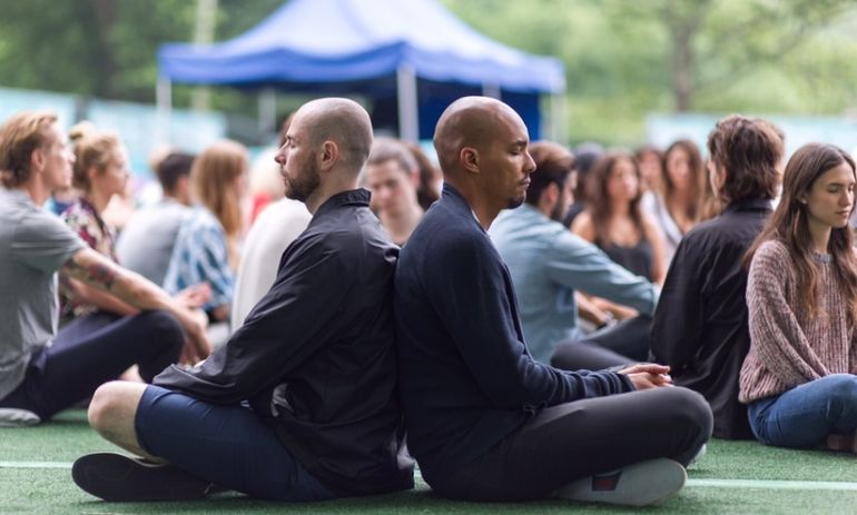 How To Meditate Anywhere (Even In Crowded, Loud Public Places!) Hero Image