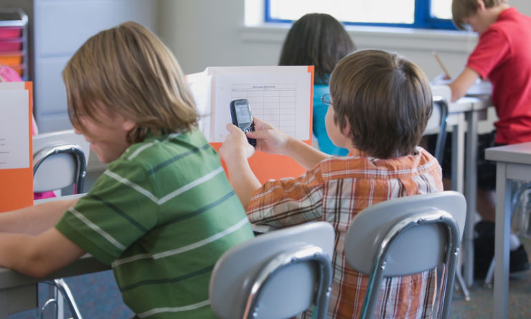 How Smartphones Affect Your Kids' Academic Performance Hero Image
