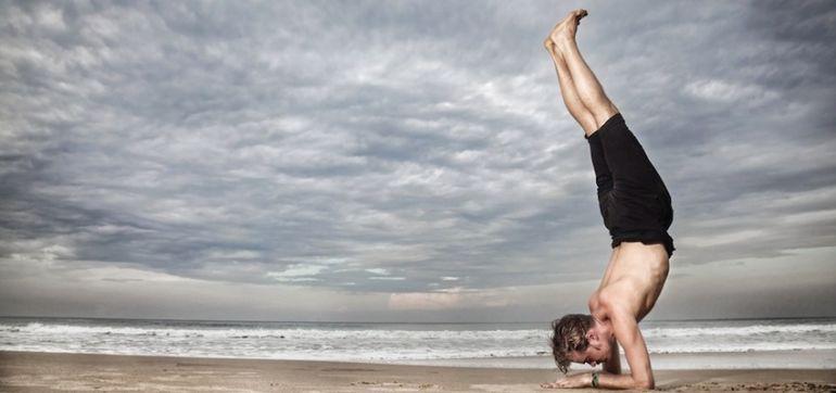 12 Best Practices Of Successful Traveling Yoga Teachers Hero Image