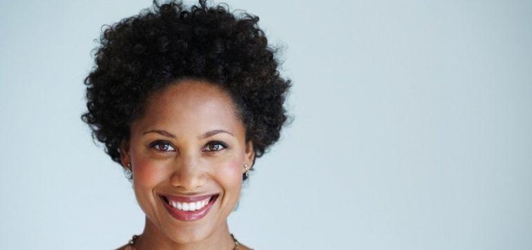 5 Non-Toxic Ways To Whiten Your Teeth Hero Image