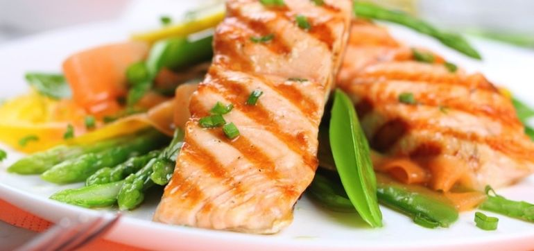 If You Eat Fish, Here's A Simple Guide To Healthier Seafood Hero Image