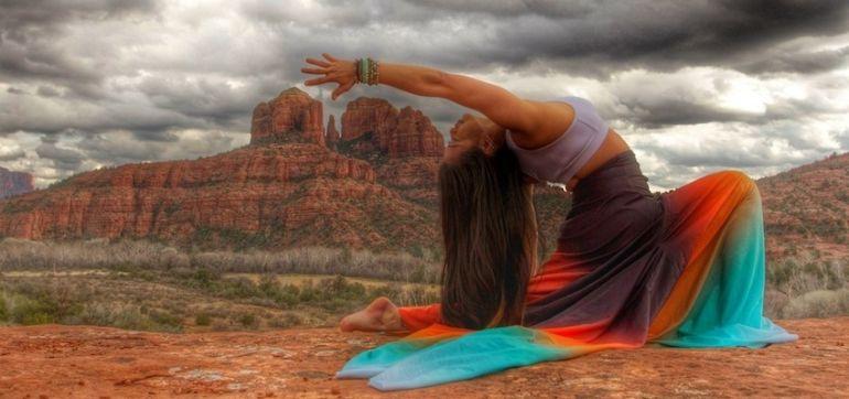 Big Rocks & Big Skies: Yoga In Sedona, Arizona (Beautiful Photos) Hero Image
