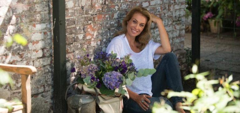 7 More Reasons To Buy Fresh Flowers Hero Image