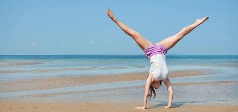 5 Reasons You Should Do Handstands Every Day Hero Image