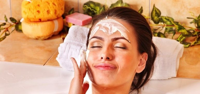 5 Natural Treatments To Give You Smooth & Youthful Skin Hero Image