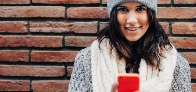 8 Steps To Check In With Yourself Before You Check Social Media Hero Image