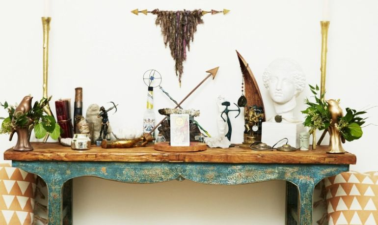 10 Steps To Create Your Own Altar Hero Image