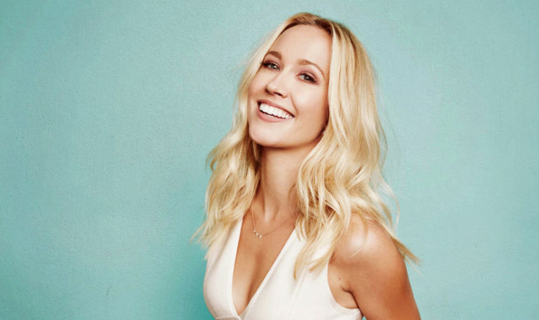 The Morning Wellness Ritual That Keeps Actress Anna Camp So Damn Perky Hero Image