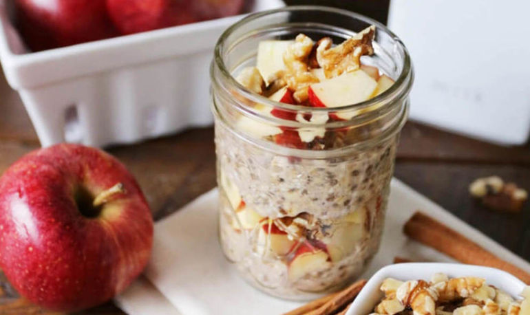 Breakfast Cravings: Apple Cinnamon Overnight Oats Hero Image