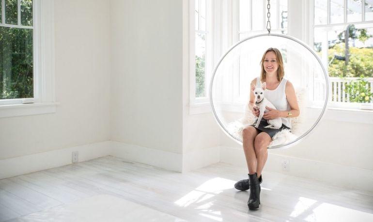 Take A Peek Into One French Woman's Zero-Waste, Minimalist Home Hero Image
