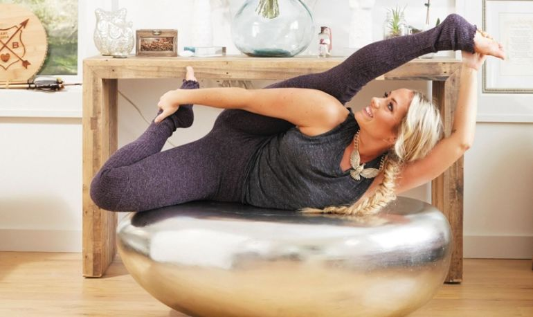 6 Steps To Create A Simple Home Yoga Practice Hero Image