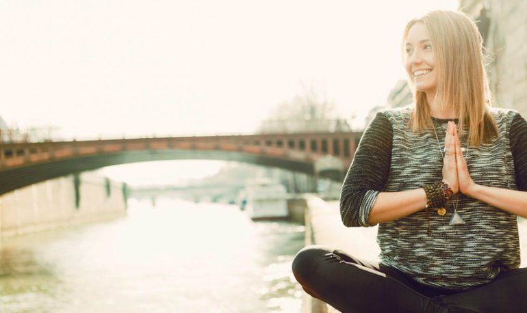 How I Meditate: Wellness Coach Cassandra Bodzak Hero Image
