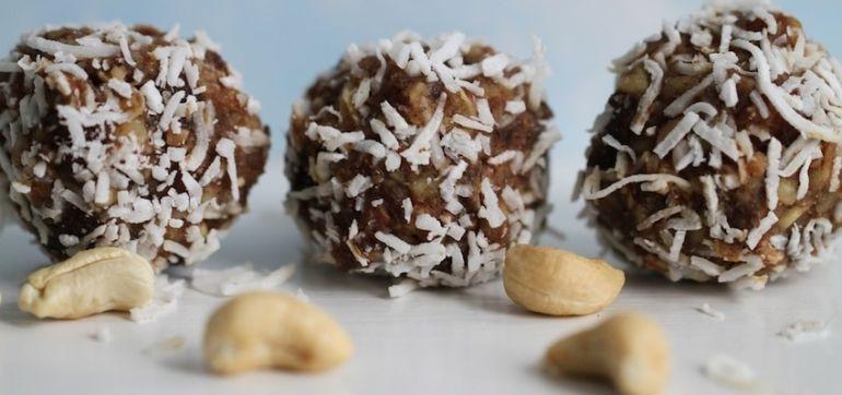 Holiday Cashew Balls That Will Satisfy Sugarholics (Gluten-Free & Vegan) Hero Image