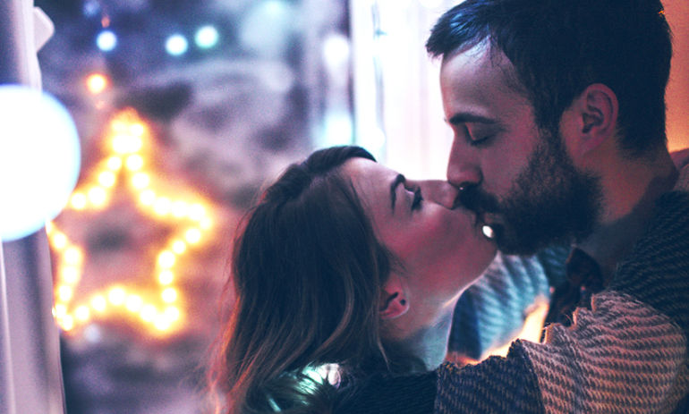 The 3 Biggest Problems Couples Face During The Holidays (And How To Deal With Them) Hero Image