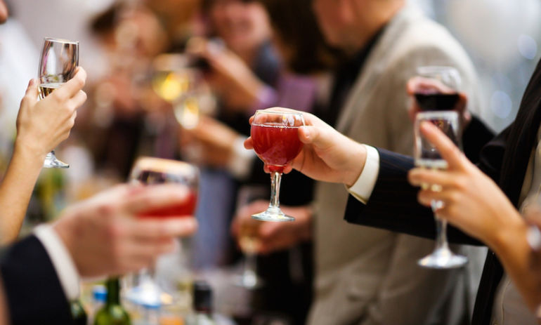 How To Effortlessly Drink Less At Holiday Parties Hero Image