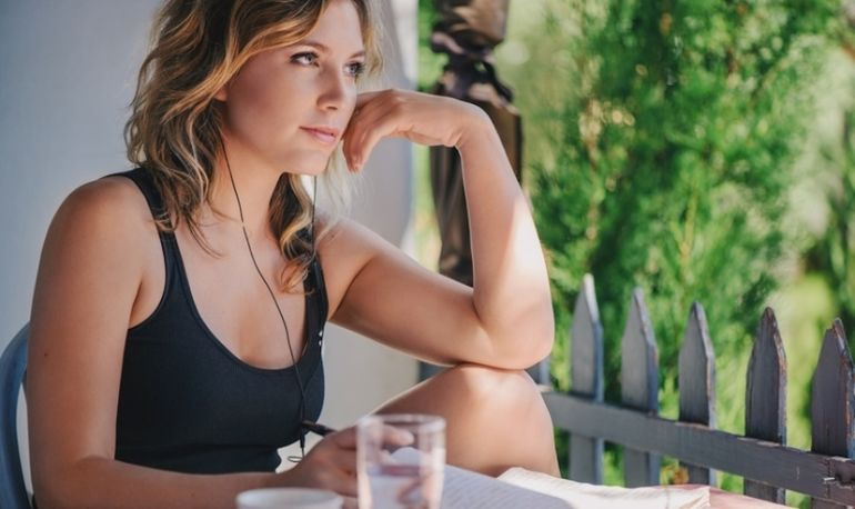 Hone Your Intuition With These 7 Simple Diet Tweaks Hero Image