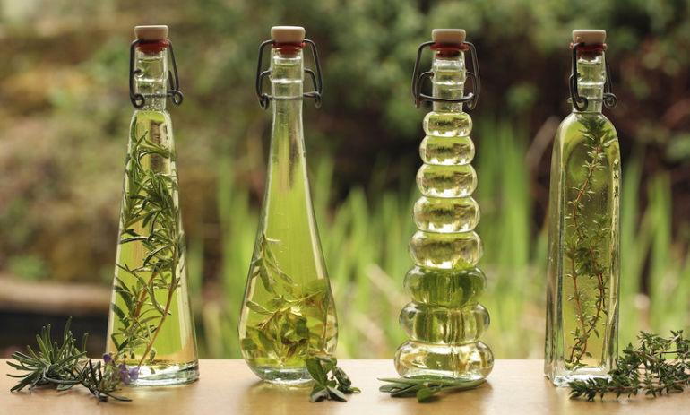A 4-Ingredient Essential Oil Serum To Balance Your Hormones & Skin Hero Image