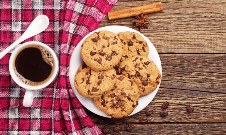 10 Ways To Beat Chocolate Cravings (Yes, Really) Hero Image