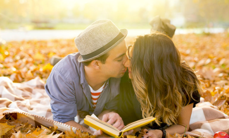 5 Signs The Person You're Dating Is Emotionally Unavailable Hero Image