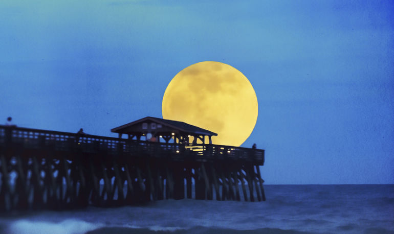 High-Vibe Manifestation Rituals Just In Time For Tomorrow's Supermoon Hero Image