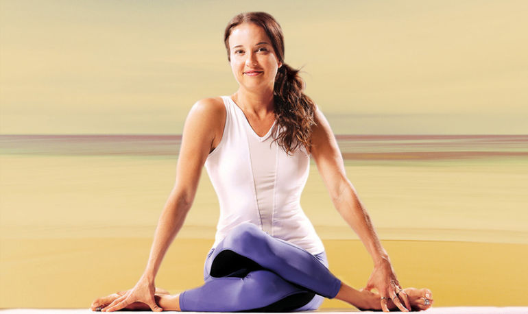How I Meditate: Yoga Medicine Founder Tiffany Cruikshank Hero Image