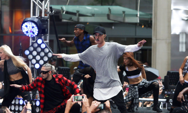 How Justin Bieber Stays Incredibly Fit (And Healthy) All Year Long Hero Image