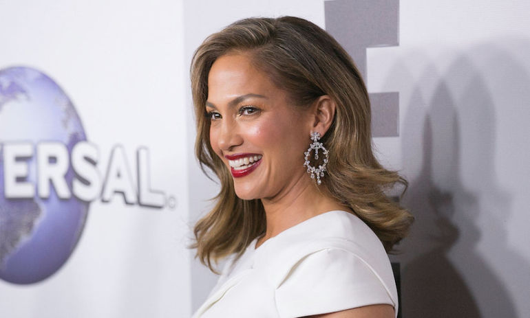 Jennifer Lopez's Unprocessed Diet Is Seriously Impressive Hero Image