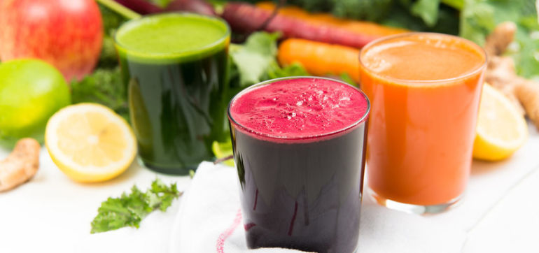 10 Super Easy Smoothies & Juices That Will Change Your Life Hero Image