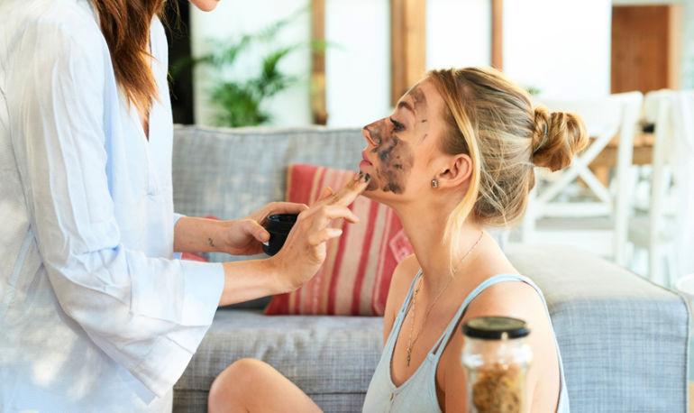 This Dead Sea Mud Mask Heals Acne Scars Hero Image