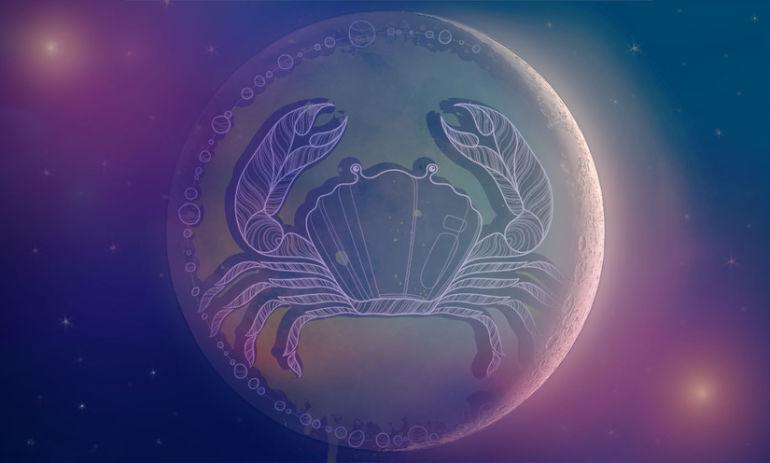 7 Ways To Open Your Heart & Harness The Power Of The New Moon In Cancer Hero Image