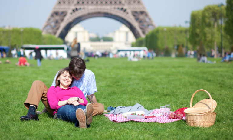 """17 Food """"Rules"""" From France To Maintain Your Ideal Weight & Live Right Hero Image"""