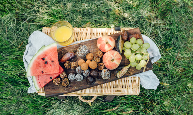 5 Genius Ideas For Your First Picnic Of The Season Hero Image