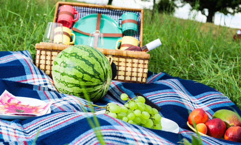 9 Ways To Pack A Healthy Picnic Hero Image
