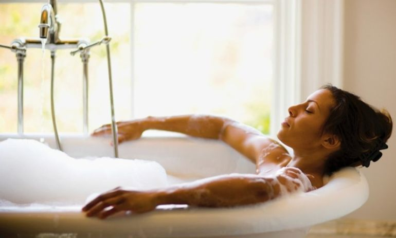 5 Reasons To Take A Bath Every Dang Day + 3 DIY Soak Recipes Hero Image