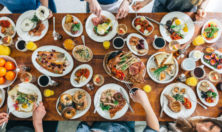 8 Tricks To Avoid Overeating When You're Out With Friends Hero Image
