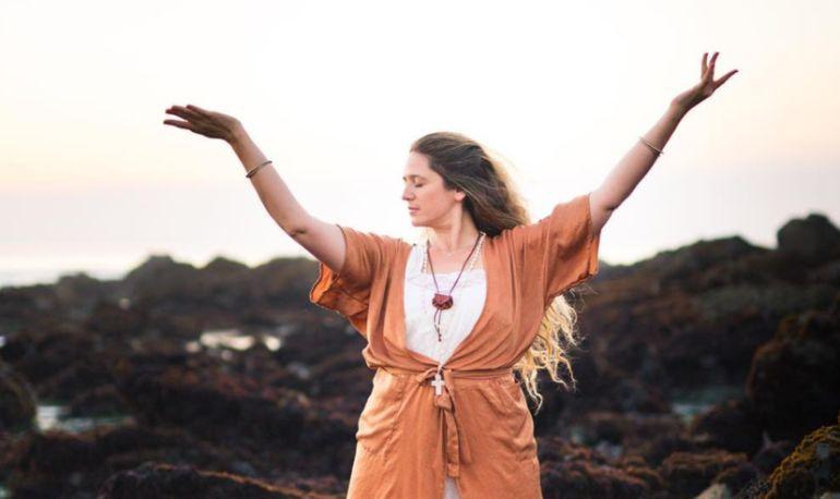 Yes, Kundalini Yoga Makes You More Creative. Here's How Hero Image