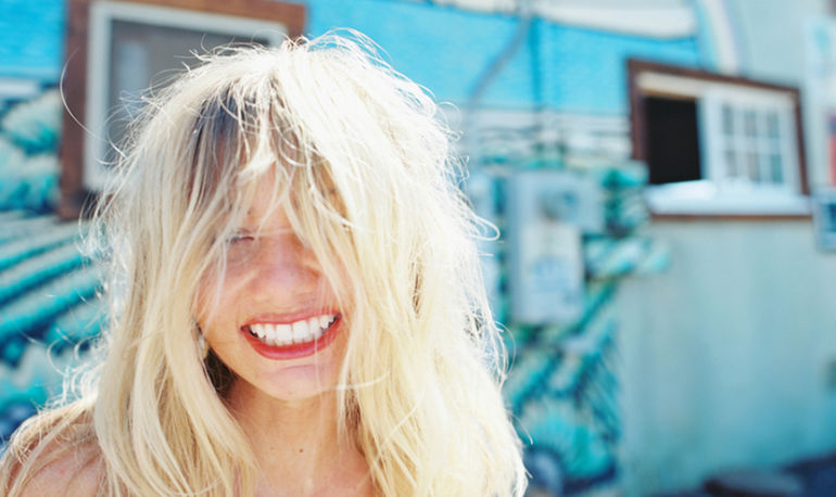 Get Beachy Hair Without The Beach + 3 Other Fuss-Free Spring Styles Hero Image