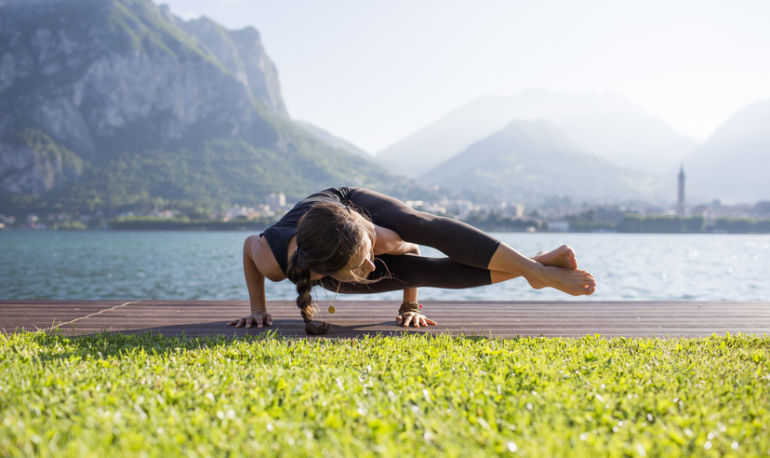 6 Reasons To Take Your Yoga Practice Outside Hero Image