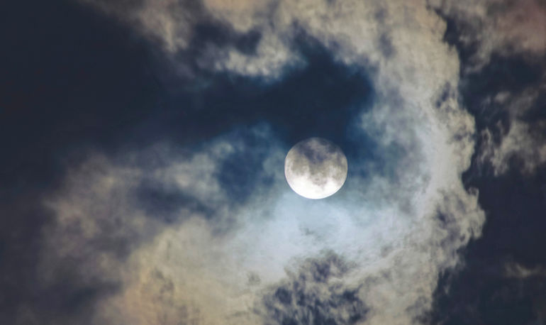 7 Ways To Tap Into The Restorative Power Of The Full Moon In Virgo Hero Image