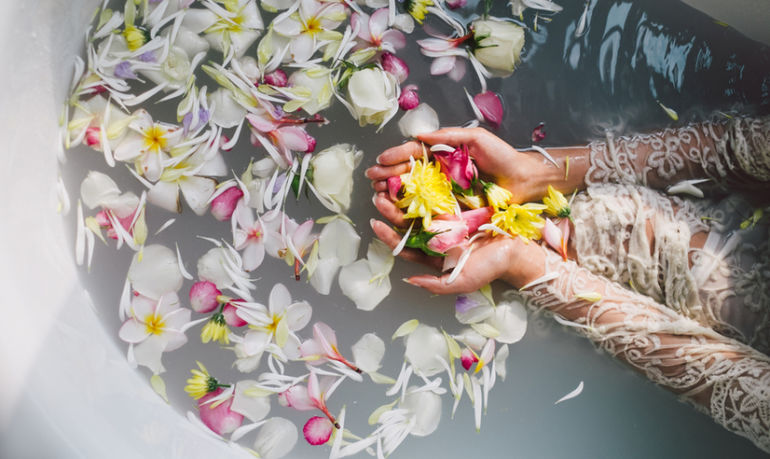 How The Scent Of Your Favorite Flowers Can Heighten Your Mind-Body Connection Hero Image