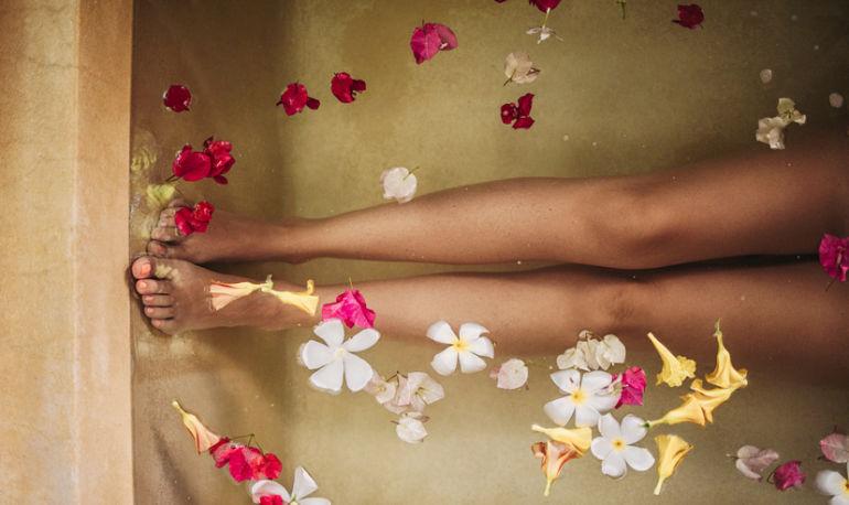 4 Simple Detox Baths To Help Heal Everything Hero Image