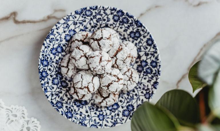 15 Vegan Cookies To Make This Holiday Season Hero Image