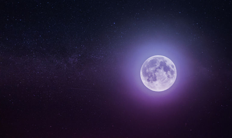 Tonight's Pisces Full Moon + Lunar Eclipse Hold The Key To Letting Go & Moving On Hero Image