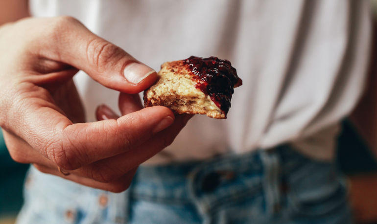 7 Common Mistakes That Lead To Food Cravings + How To Fix Them Hero Image