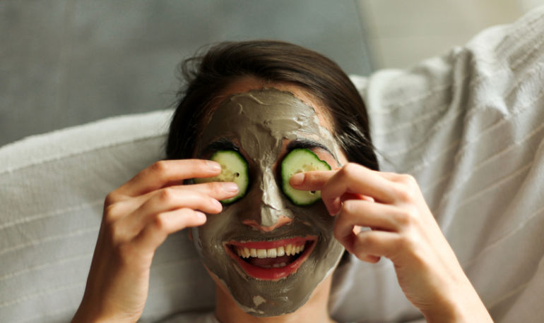 How To Exfoliate With Avocado Peel + 2 More Beauty Tricks Hero Image